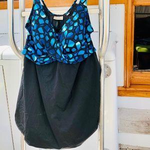NWOT Avenue V-neck tired-swim  Dress two tone